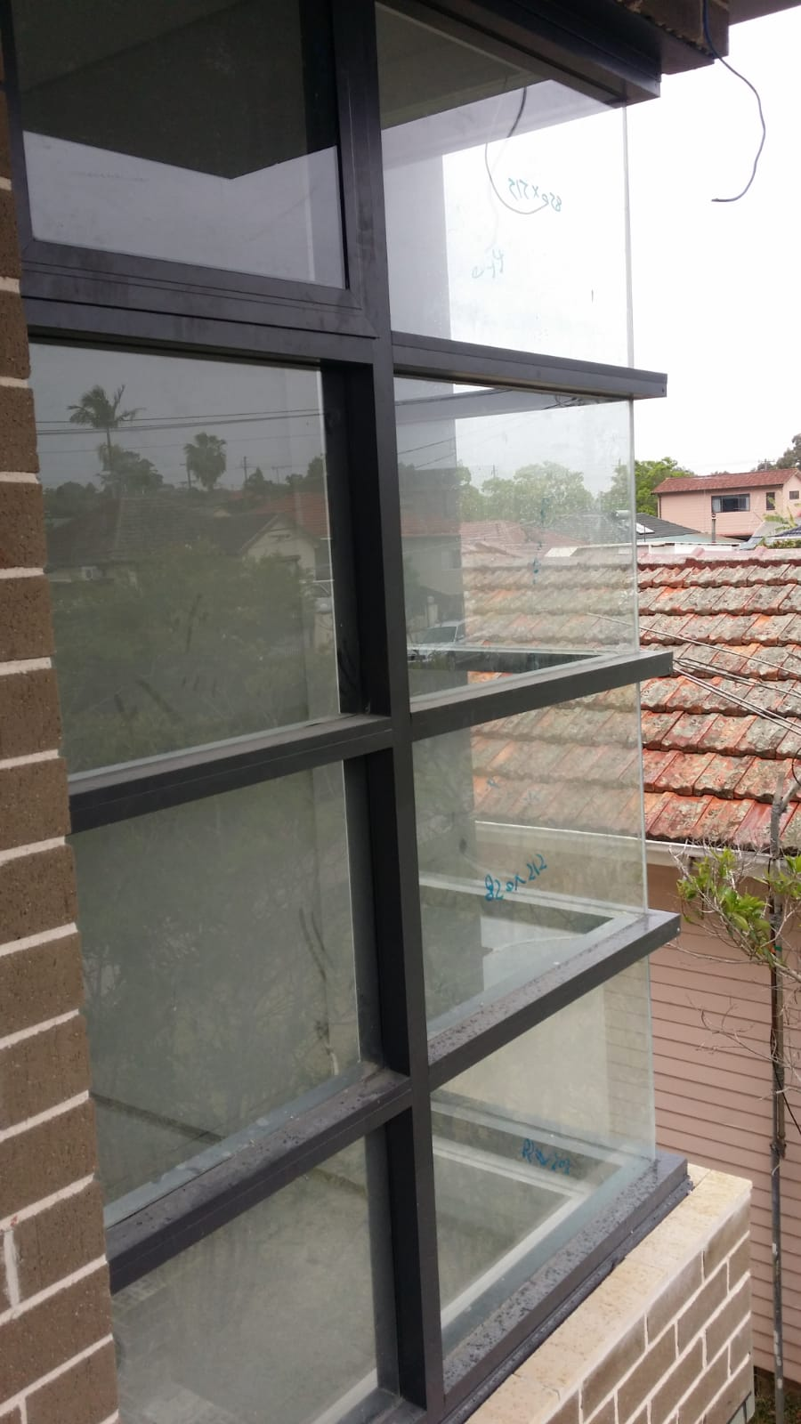 Corner Window Glass and Aluminium Installation